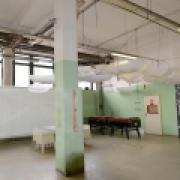 Inkubátor Lipo.ink sídlí zatím v impovizovaných prostorách bývalého Výzkumného ústavu textilních strojů v těsném sousedství krajského úřadu